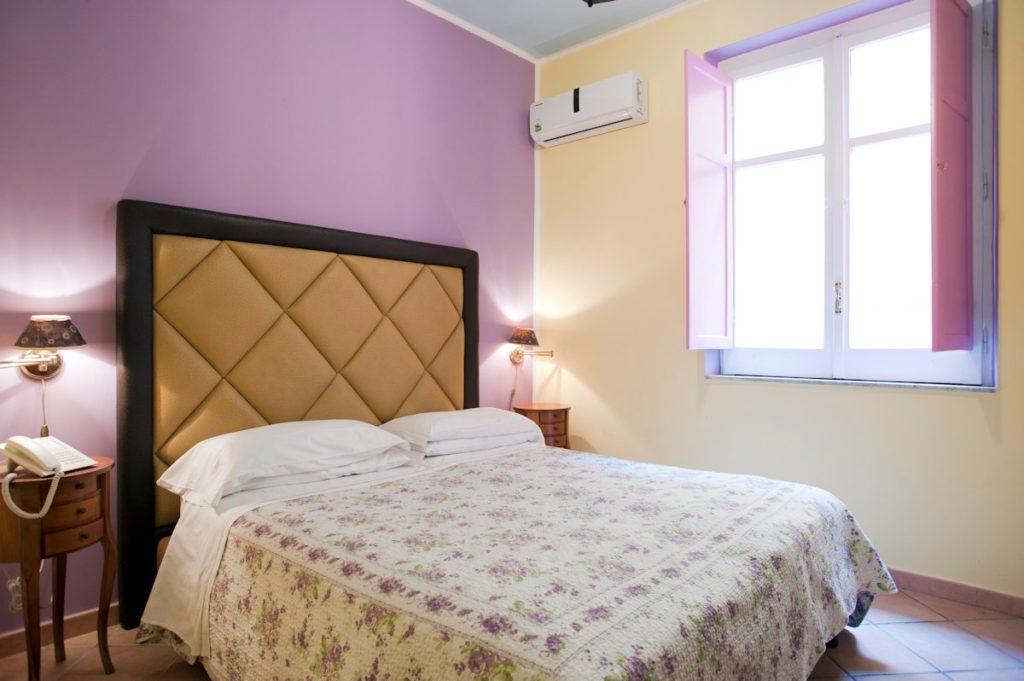 Hotel Europeo Napoli centro storico: camera appartamento Botero