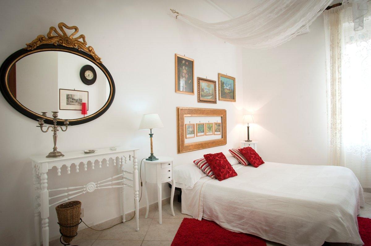 4 alberghi economici Napoli: Hotel Europeo Flowers, Napoli centro storico (via Mezzocannone 109/c)