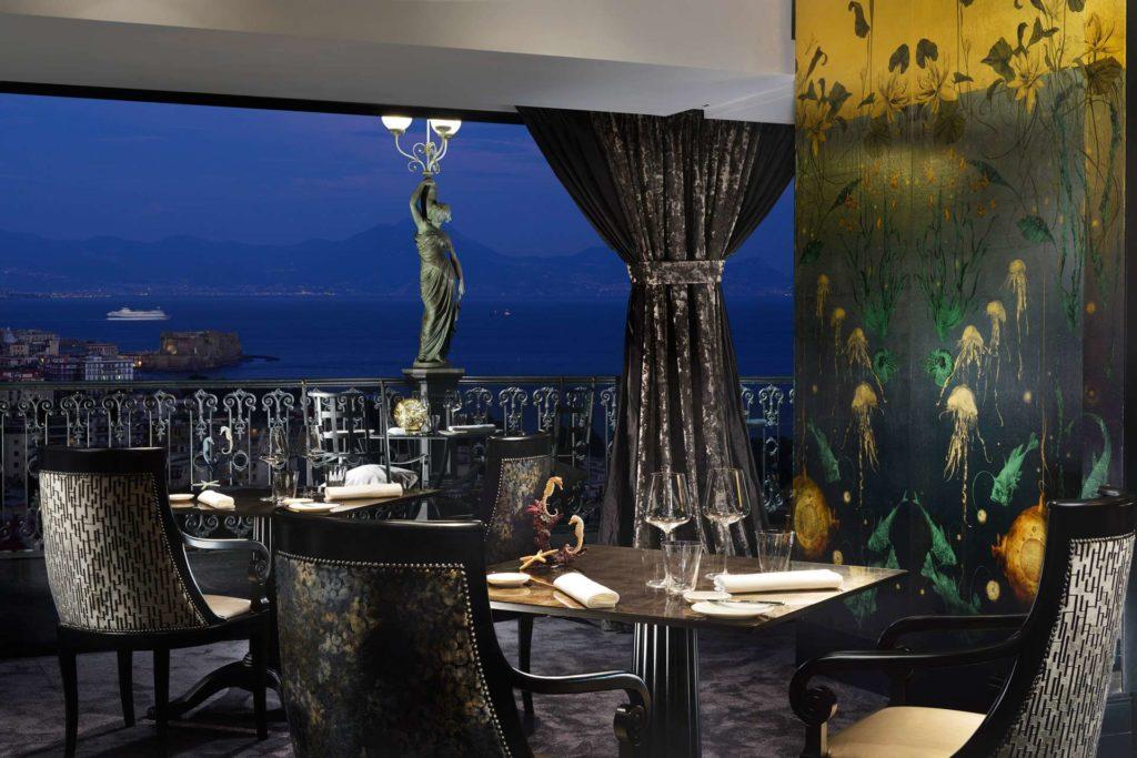 Il Ristorante George's con vista panoramica sul Golfo di Napoli, Grand Hotel Parker's (Campania, Italia)