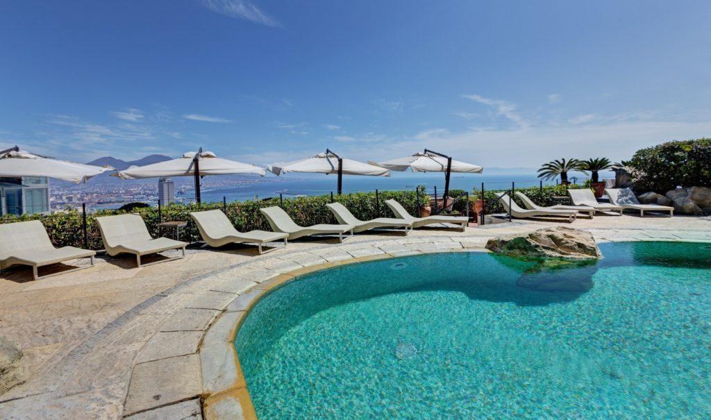 Piscina con vista panoramica Hotel San Francesco al Monte Napoli (Campania, Italia)
