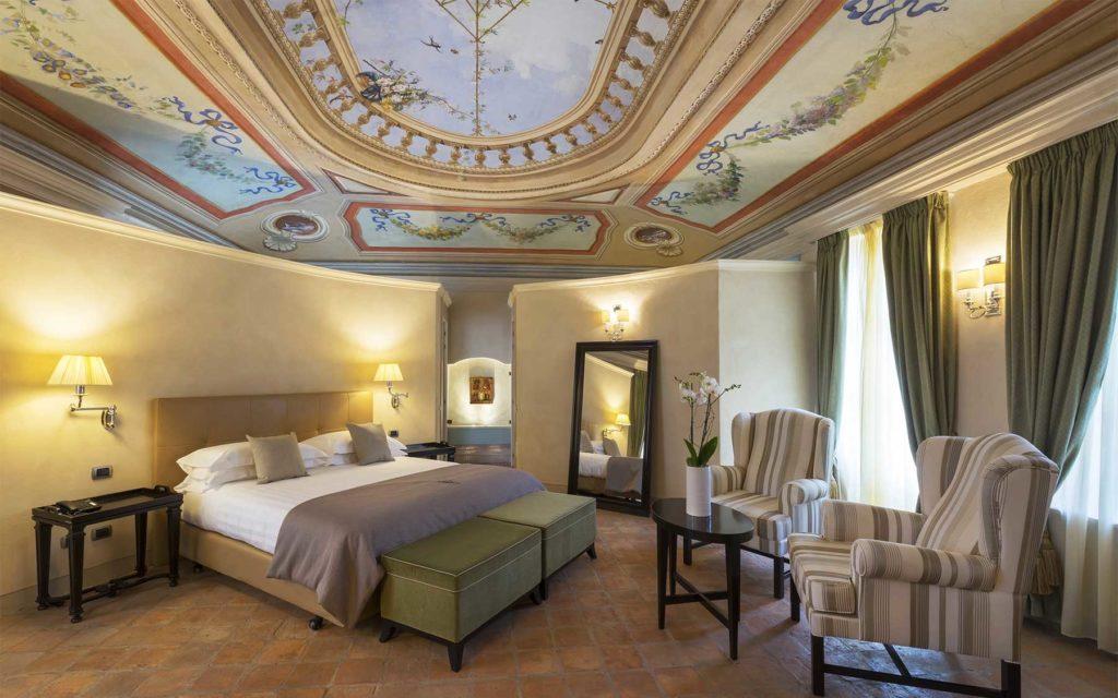 Camera Hotel Relais del Sant'Uffizio a Cioccaro di Penango (Piemonte, provincia di Asti)