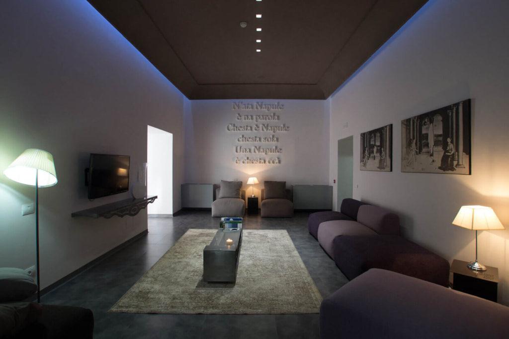 Il salone dell'hotel Santa Brigida Napoli (Campania)