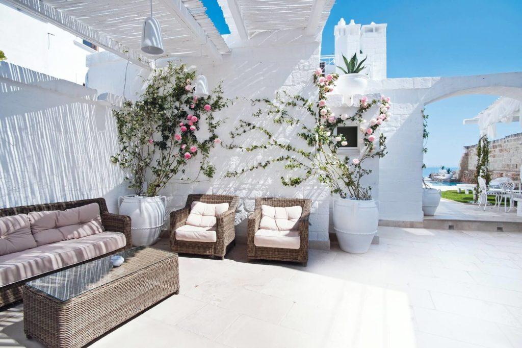 Salotto all'aperto con vista mare Don Ferrante Boutique hotel Monopoli (Puglia, Italia)