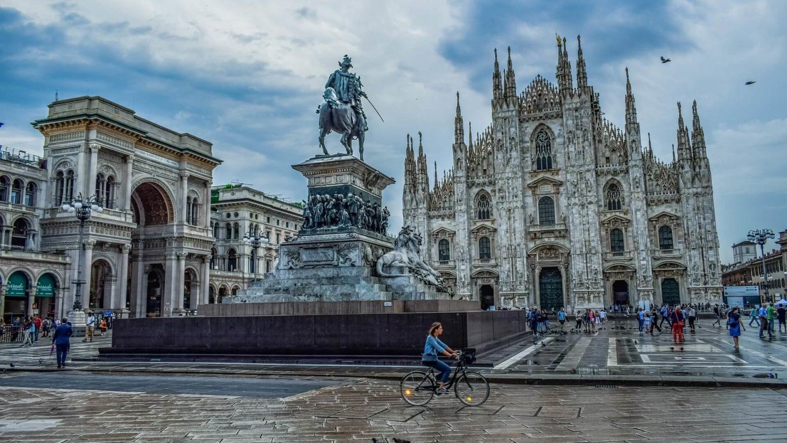 Milano, piazza Duomo (photo by Dimitris Vetsikas)