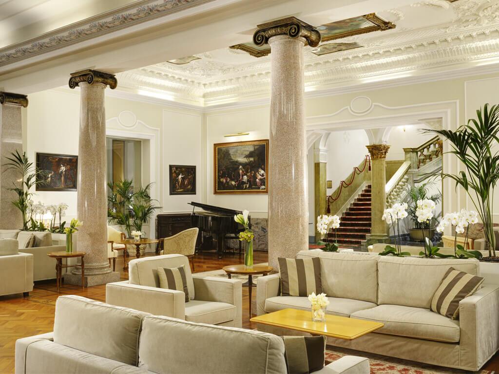 La Hall e i saloni del Royal Hotel Sanremo