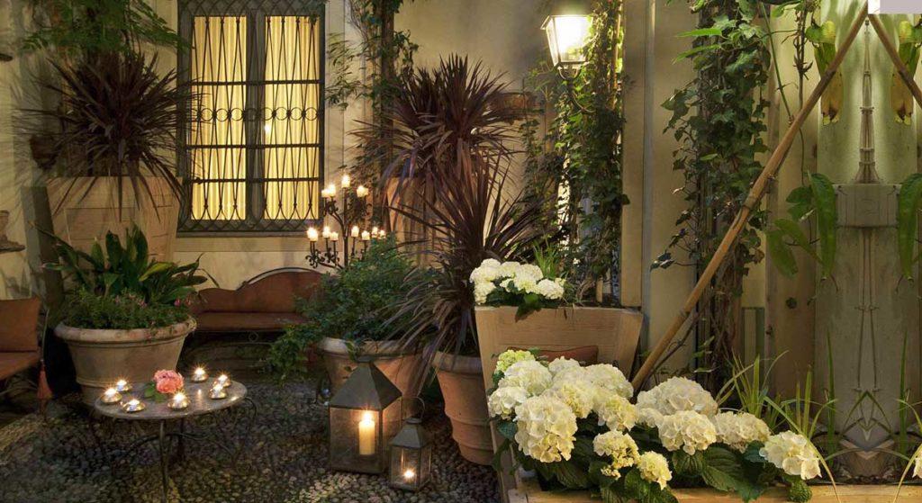 Giardino interno hotel di lusso Milano